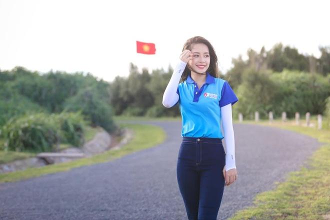 Chi Pu du chuong trinh sinh vien voi bien dao To quoc anh 6