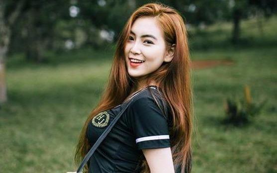 Nu sinh Sai Gon duoc menh danh 'hot girl vong eo 58' hinh anh
