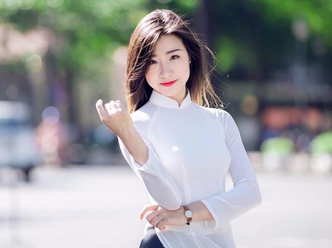 A khoi DH Kinh te TP.HCM lot top 45 Hoa hau Hoan vu la ai? hinh anh