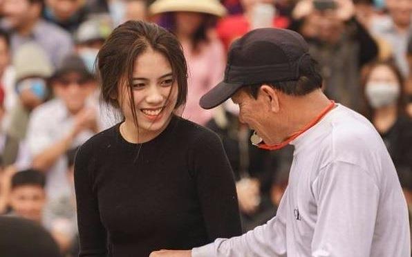Co gai Hai Phong xinh dep tham gia hoi thi dau vat lang hinh anh