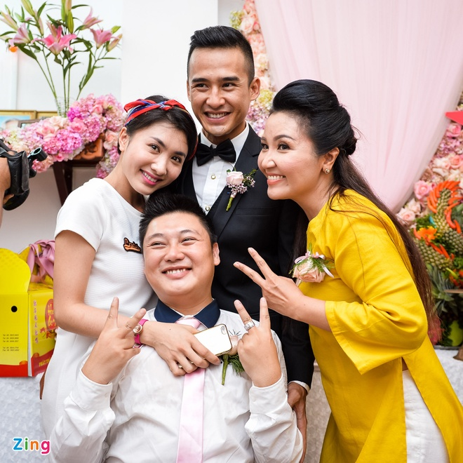 Luong The Thanh hon tay Thuy Diem trong le dinh hon hinh anh 16