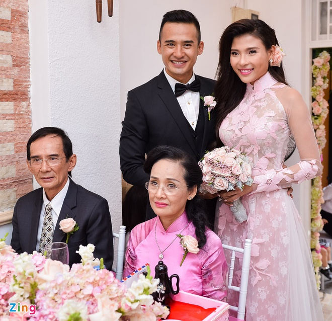 Luong The Thanh hon tay Thuy Diem trong le dinh hon hinh anh 12