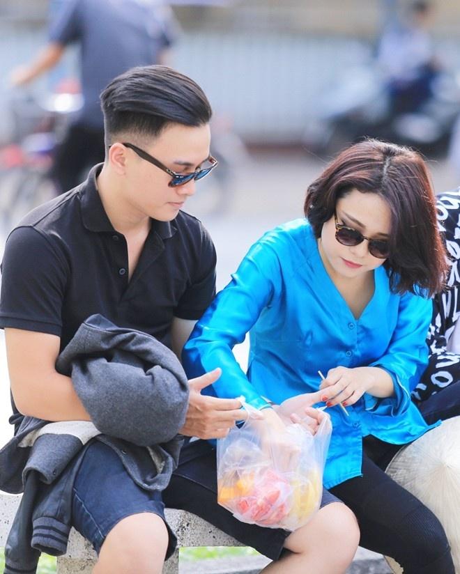 Thai Trinh: 'Neu co tien, toi se sua het mat' hinh anh 3 Thái Trinh và người yêu hiện cùng góp vốn kinh doanh quán bar.