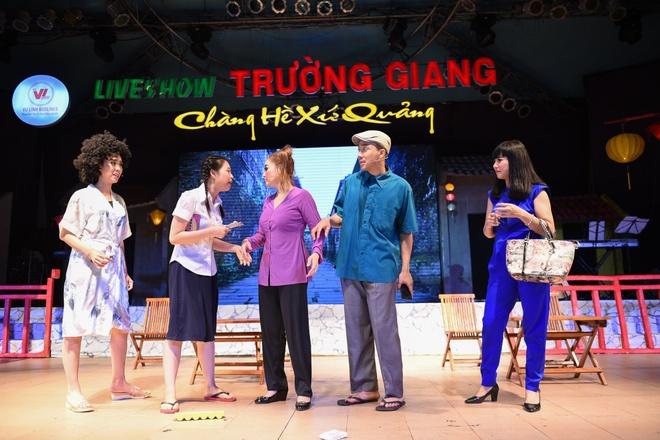Dam Vinh Hung cham soc Hoai Linh hinh anh 8