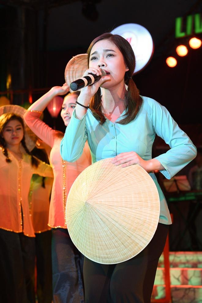 Dam Vinh Hung cham soc Hoai Linh hinh anh 6