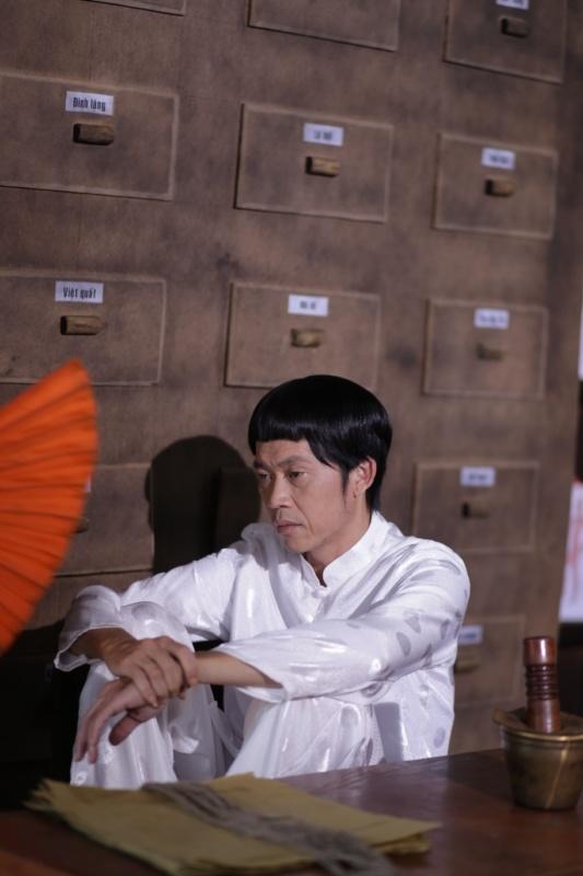 Hoai Linh dien ao doi voi Viet Huong trong phim moi hinh anh 6