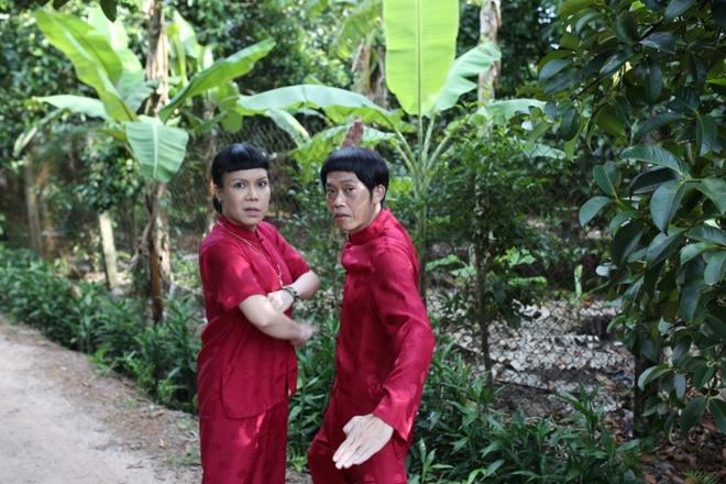 Hoai Linh dien ao doi voi Viet Huong trong phim moi hinh anh 1