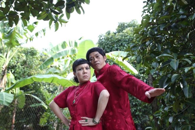 Hoai Linh dien ao doi voi Viet Huong trong phim moi hinh anh 3