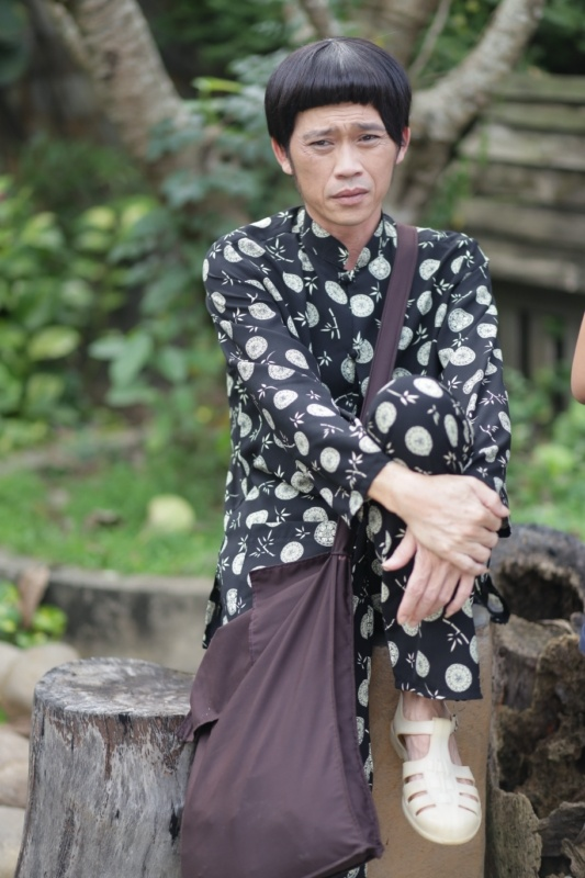 Hoai Linh dien ao doi voi Viet Huong trong phim moi hinh anh 5