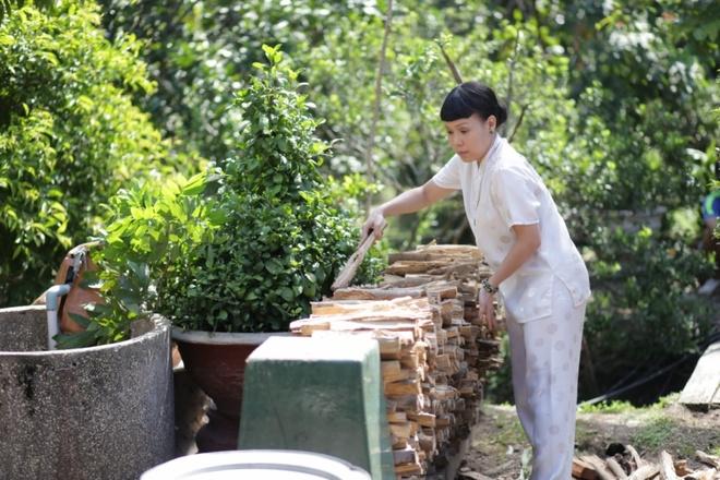 Hoai Linh dien ao doi voi Viet Huong trong phim moi hinh anh 7