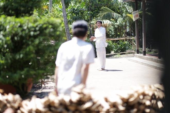 Hoai Linh dien ao doi voi Viet Huong trong phim moi hinh anh 4