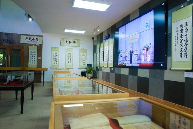 Nhieu tu lieu quy trung bay trong Tuan trien lam Nguyen Du hinh anh 4