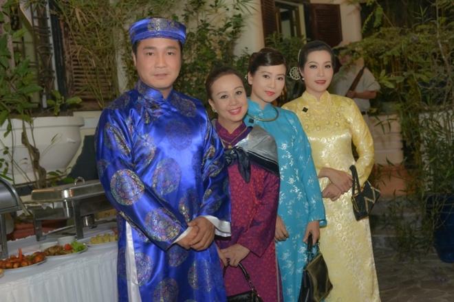 Hoai Linh lam soan gia ganh hat tren phim hinh anh 6