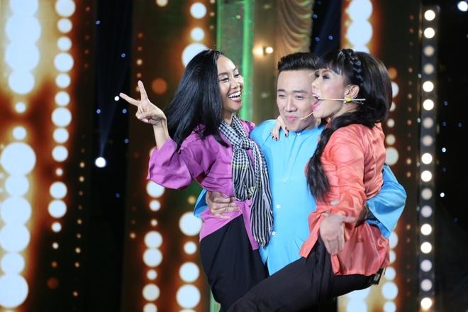 Tran Thanh nhac bong Viet Huong, Doan Trang hinh anh