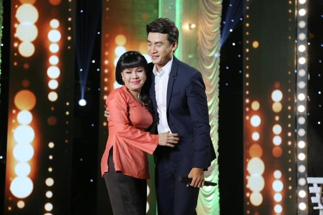 Tran Thanh nhac bong Viet Huong, Doan Trang hinh anh 9