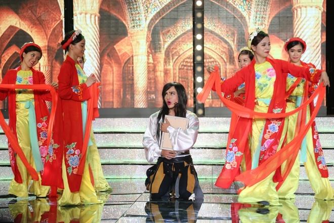Tran Thanh va Viet Huong bien thanh trom trong game show hinh anh 3