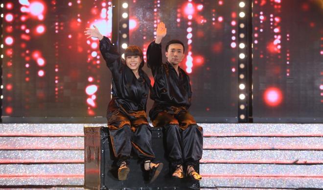 Tran Thanh va Viet Huong bien thanh trom trong game show hinh anh 1