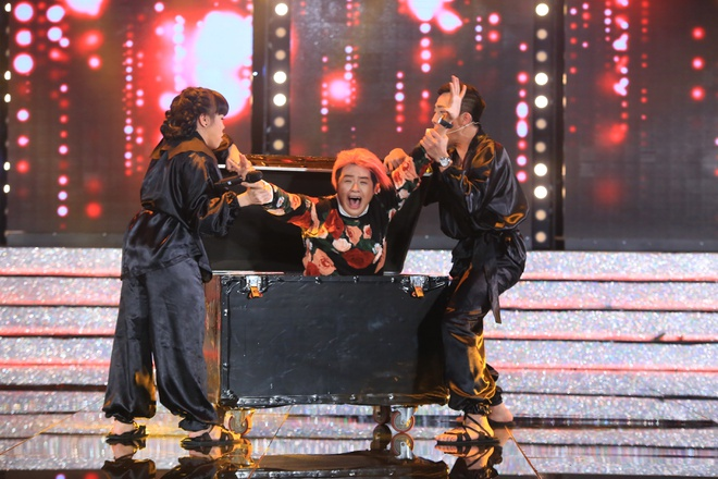 Tran Thanh va Viet Huong bien thanh trom trong game show hinh anh 2