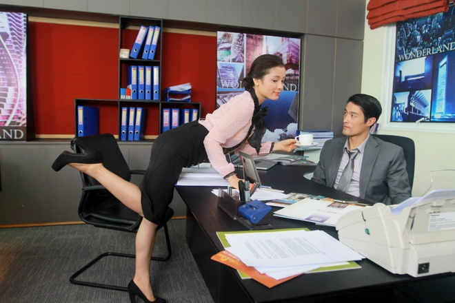 Johnny Tri Nguyen hen ho voi Phuong Trinh Jolie trong phim hinh anh 3