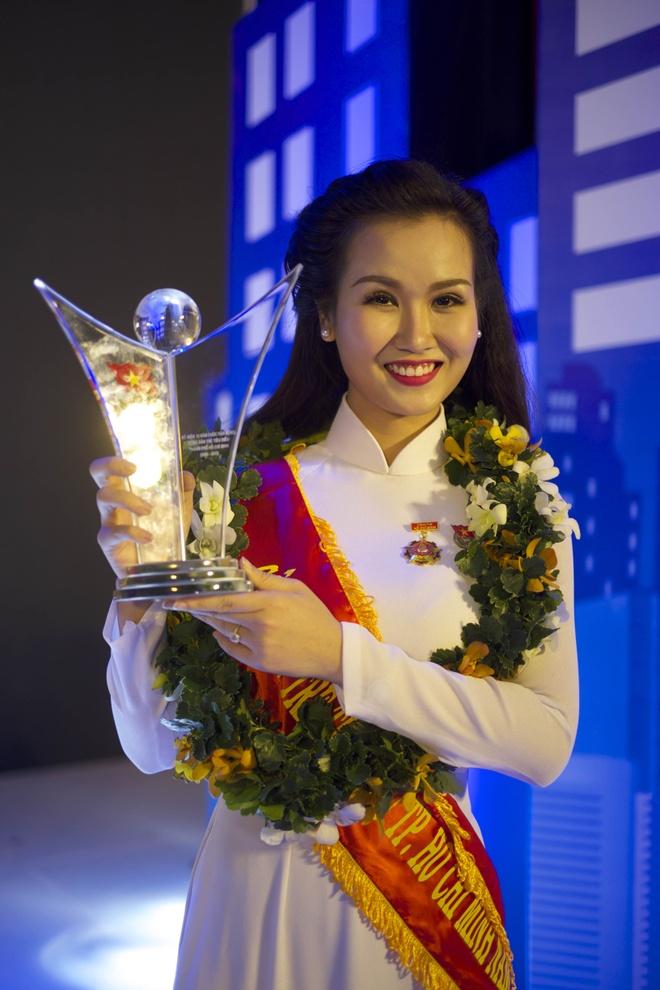 Vo Ha Tram tro thanh Cong dan tre tieu bieu cua TP HCM 2015 hinh anh 1