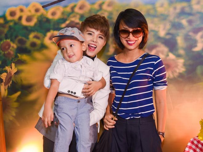 MC Thuy Minh be con trai den chuc mung Vu Cat Tuong hinh anh