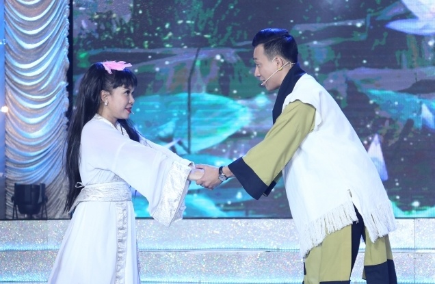 Tran Thanh, Viet Huong lam Duong Qua, Tieu Long Nu hinh anh