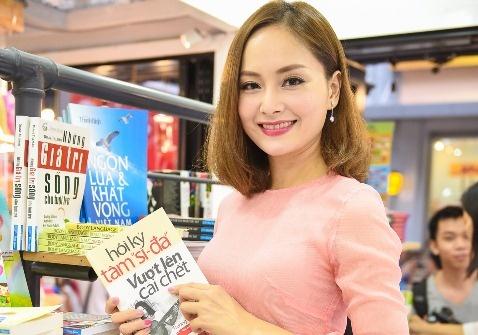 Lan Phuong diu dang den du giao luu sach 'Hoi ky Tam si-da' hinh anh