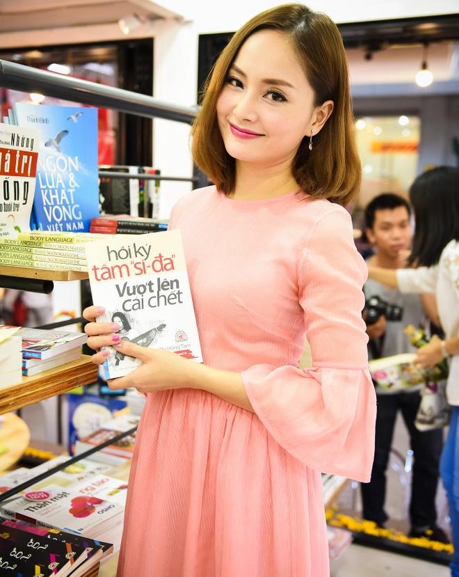 Lan Phuong diu dang den du giao luu sach 'Hoi ky Tam si-da' hinh anh 2