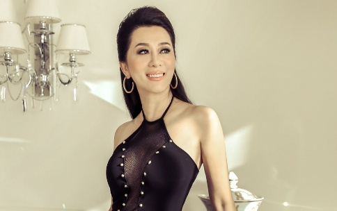 MC Ky Duyen: 'Nho mai nhung cai Tet tuoi tho o Viet Nam' hinh anh