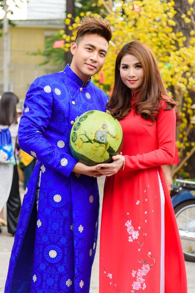 Kha Ly - Thanh Duy dien ao dai noi bat tren pho hinh anh 3