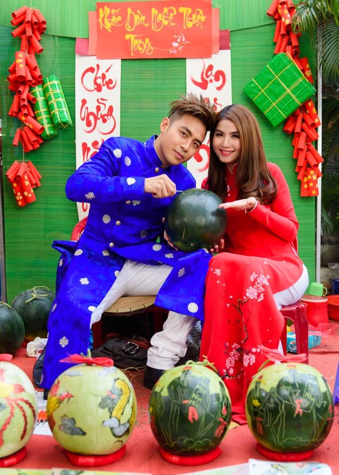 Kha Ly - Thanh Duy dien ao dai noi bat tren pho hinh anh 2