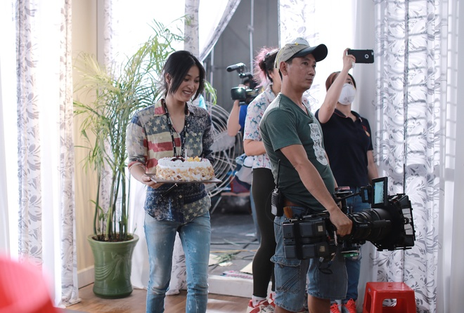 Nhung Kate mung sinh nhat Tri Nguyen tren phim truong hinh anh 3