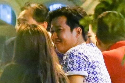 Nha Phuong lien tuc om Truong Giang khi di an dem hinh anh