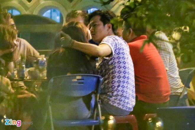 Nha Phuong lien tuc om Truong Giang khi di an dem hinh anh 5