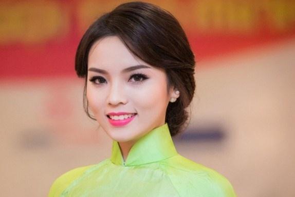 Hoa hau Ky Duyen lam giam khao cuoc thi Duyen dang ao dai hinh anh