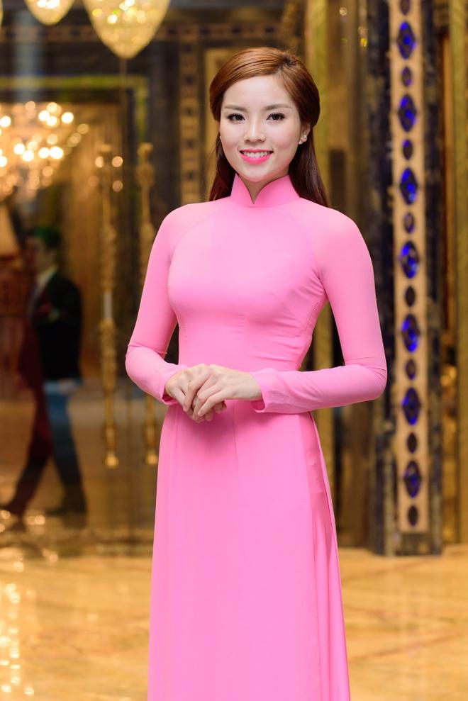 Hoa hau Ky Duyen, Lan Khue khoe sac voi ao dai hinh anh 1