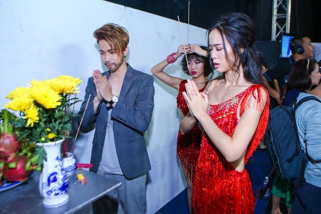 Minh Hang mac goi cam di cham thi Buoc nhay hoan vu hinh anh 6