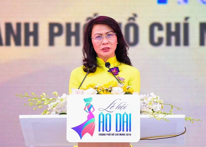 Pho chu tich UBND TP HCM: 'Toi sang tao hon khi mac ao dai' hinh anh 2