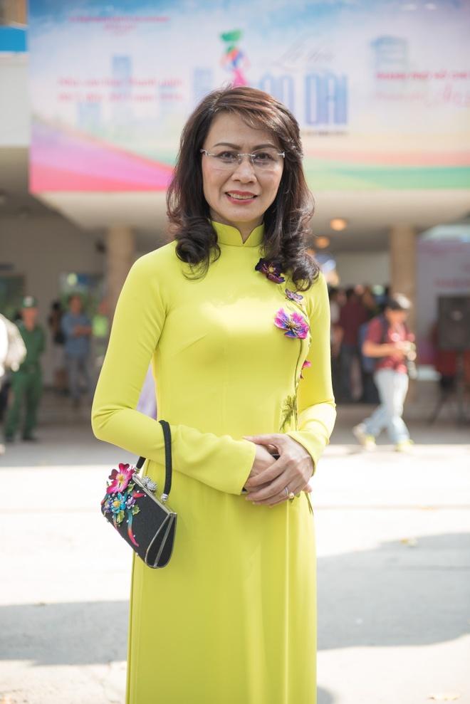 Pho chu tich UBND TP HCM: 'Toi sang tao hon khi mac ao dai' hinh anh 1