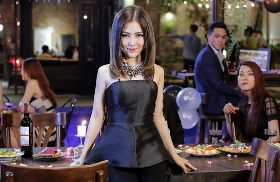 Huong Tram ke ve moi tinh vo vong trong MV hinh anh