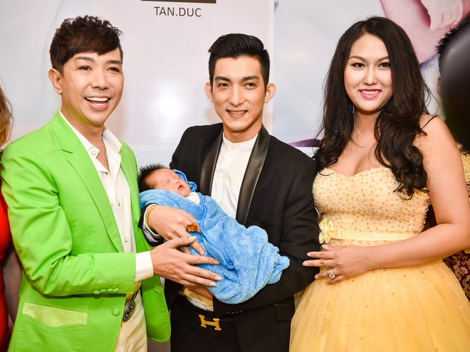 Phi Thanh Van lam day thang cho con trai anh 6