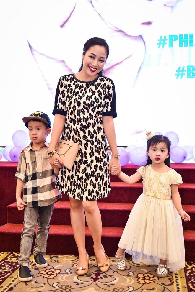 Phi Thanh Van lam day thang cho con trai anh 7
