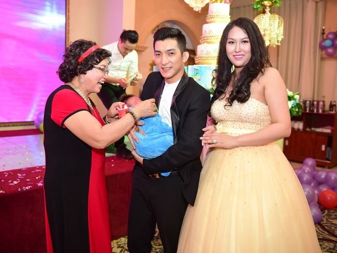 Phi Thanh Van lam day thang cho con trai anh 5