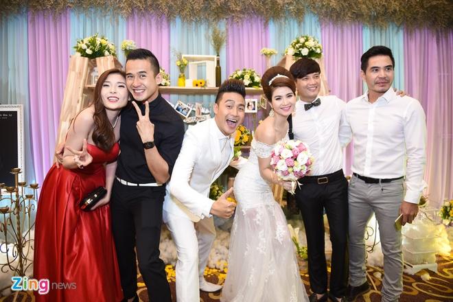 Nam Cuong dua vo toi du dam cuoi Kha Ly - Thanh Duy hinh anh 8