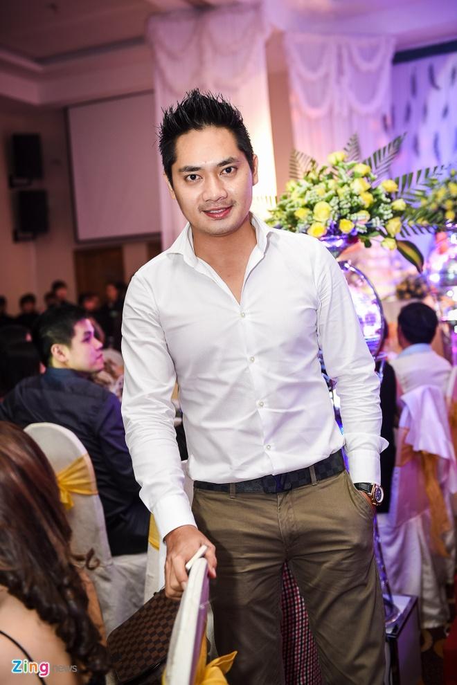Nam Cuong dua vo toi du dam cuoi Kha Ly - Thanh Duy hinh anh 4