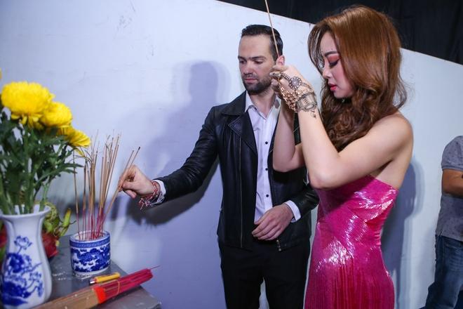 Sao Viet tat bat lam dep trong hau truong Vip Dance hinh anh 7