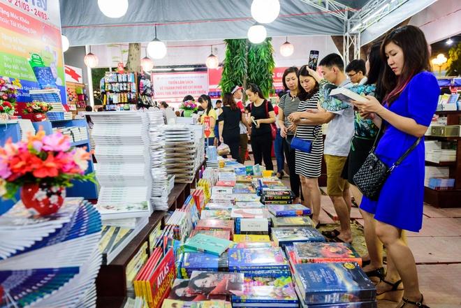Hoi sach TP HCM 2016 thu hut gioi tre hinh anh 5