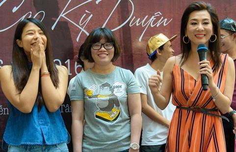 Nguyen Cao Ky Duyen lan dau hop fan tai TP HCM hinh anh
