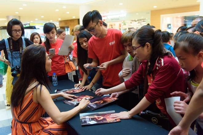 Nguyen Cao Ky Duyen lan dau hop fan tai TP HCM hinh anh 8