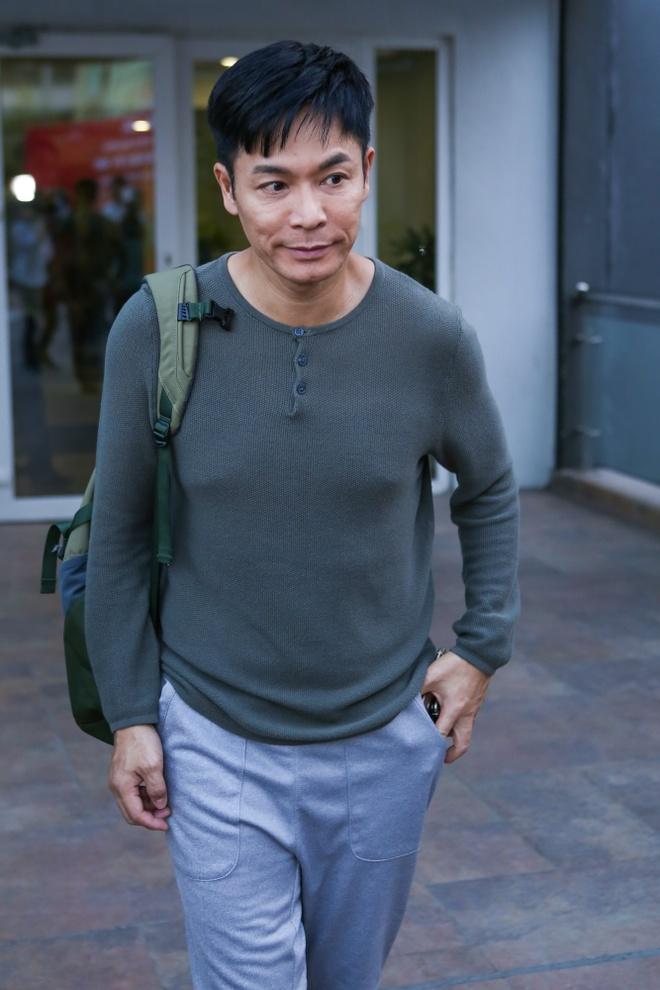 Dan sao TVB quay phim ngay khi dat chan toi Viet Nam hinh anh 2